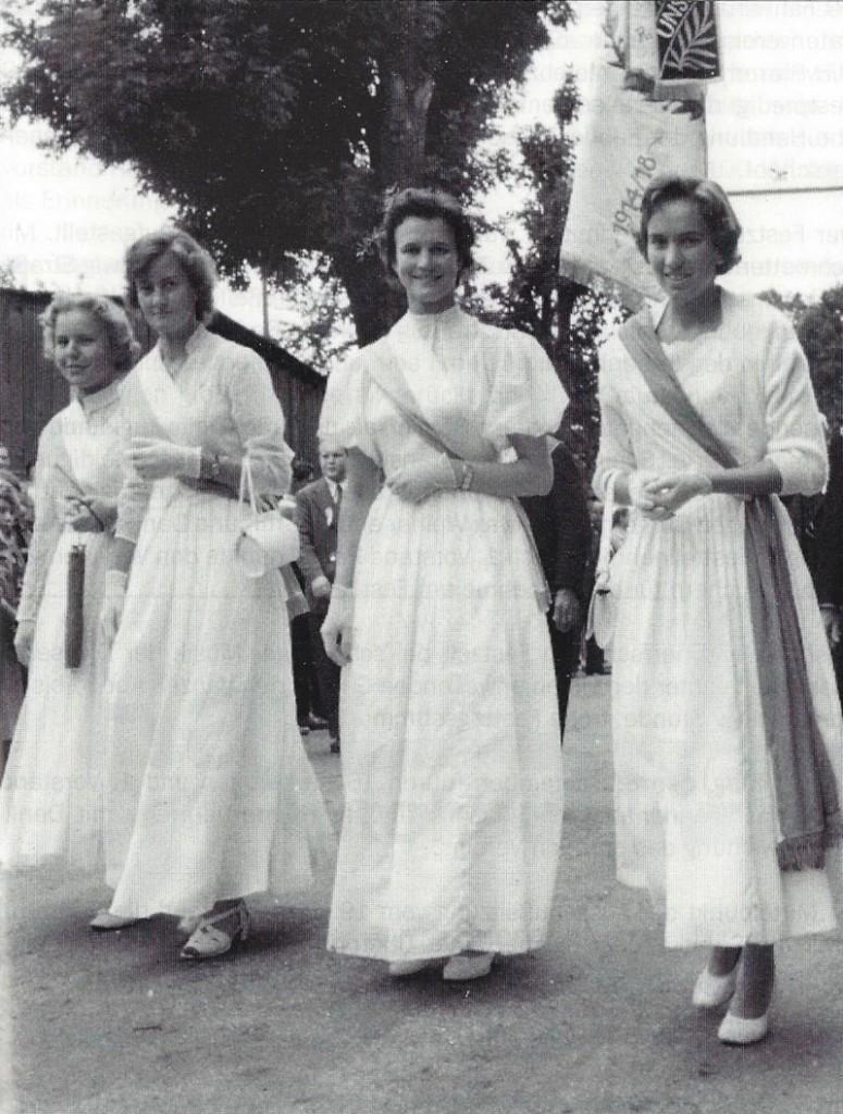 Fahnenjungfern_von_1957