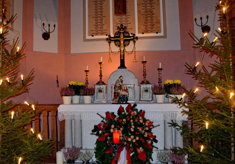 Weihnachtliches-Schacky-Mausoleum